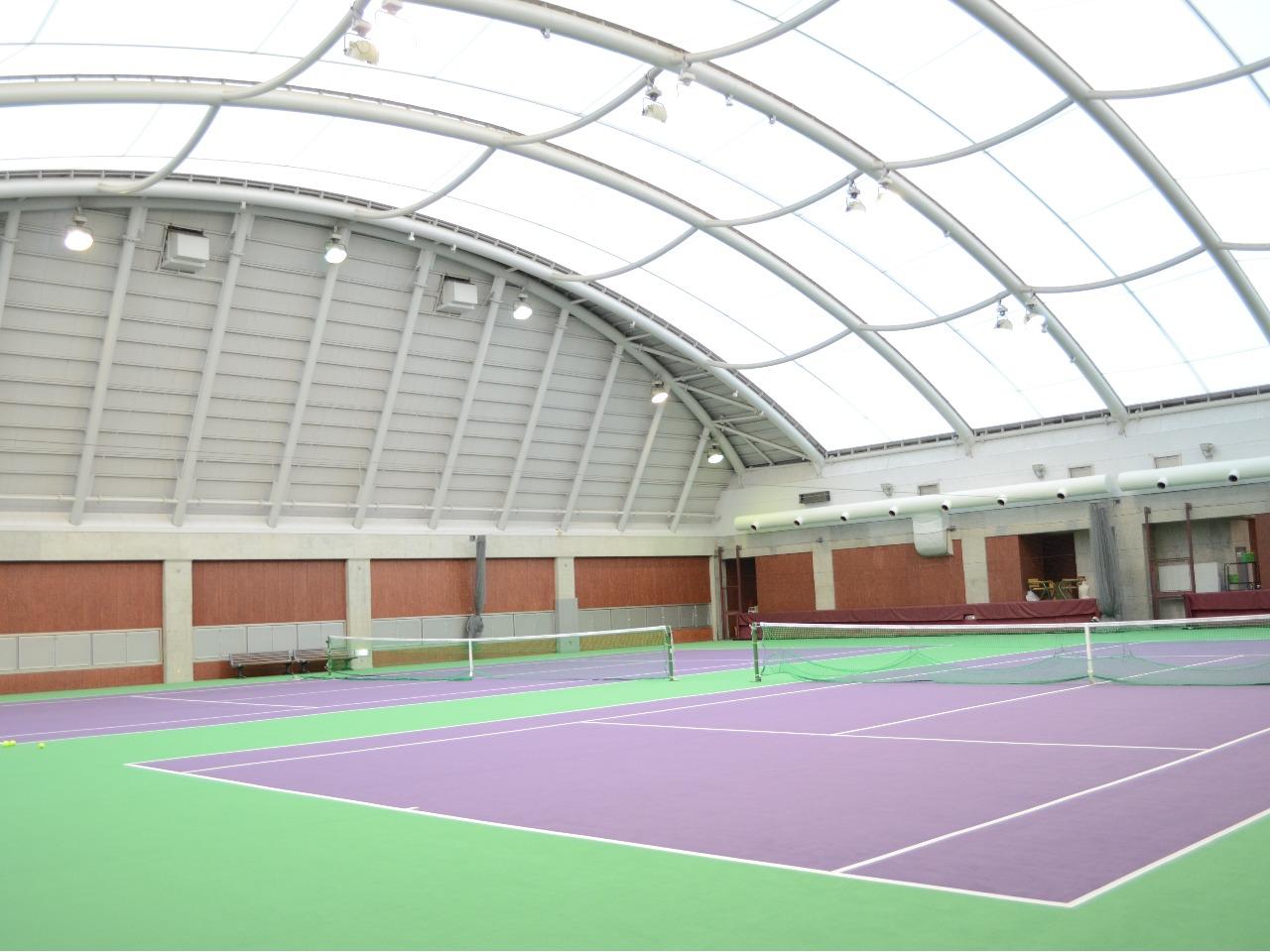 冷暖房完備のテニスドーム