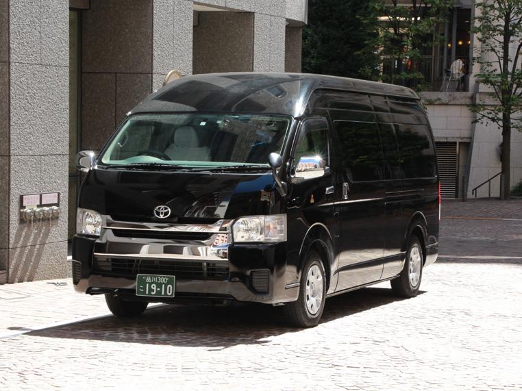 東京リムジン 車両案内 可変シート搭載ハイエースマルチレイアウトハイエース