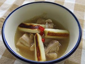 鶏肉と焼きねぎのスープ